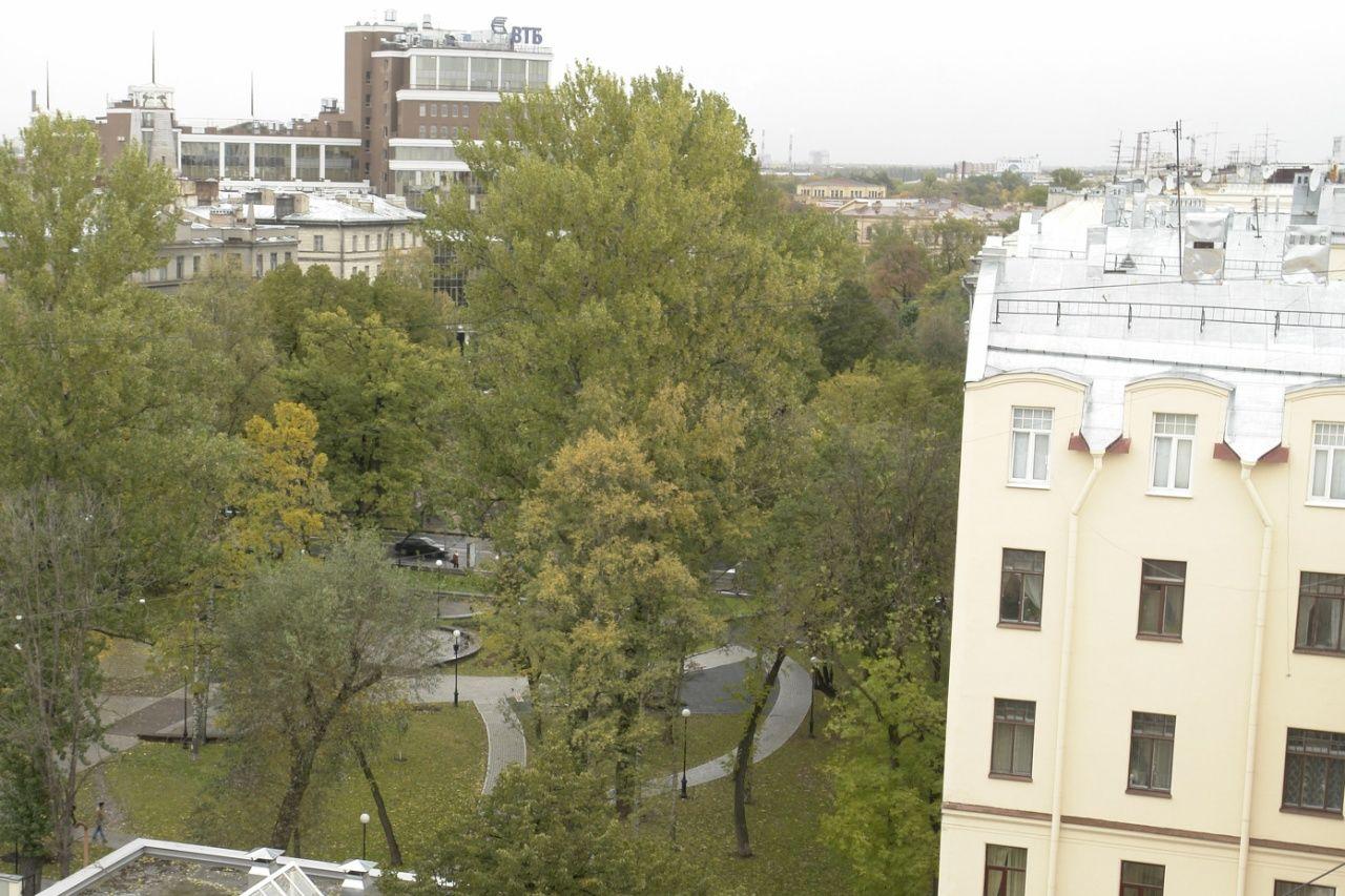 Продажа элитных квартир Санкт-Петербурга.  Вид из окон в сторону Сквера имени Андрея Пет