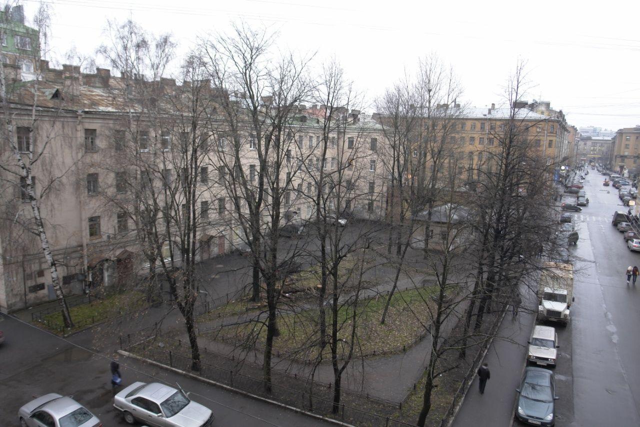 Продажа элитных квартир Санкт-Петербурга.  Вид на сквер