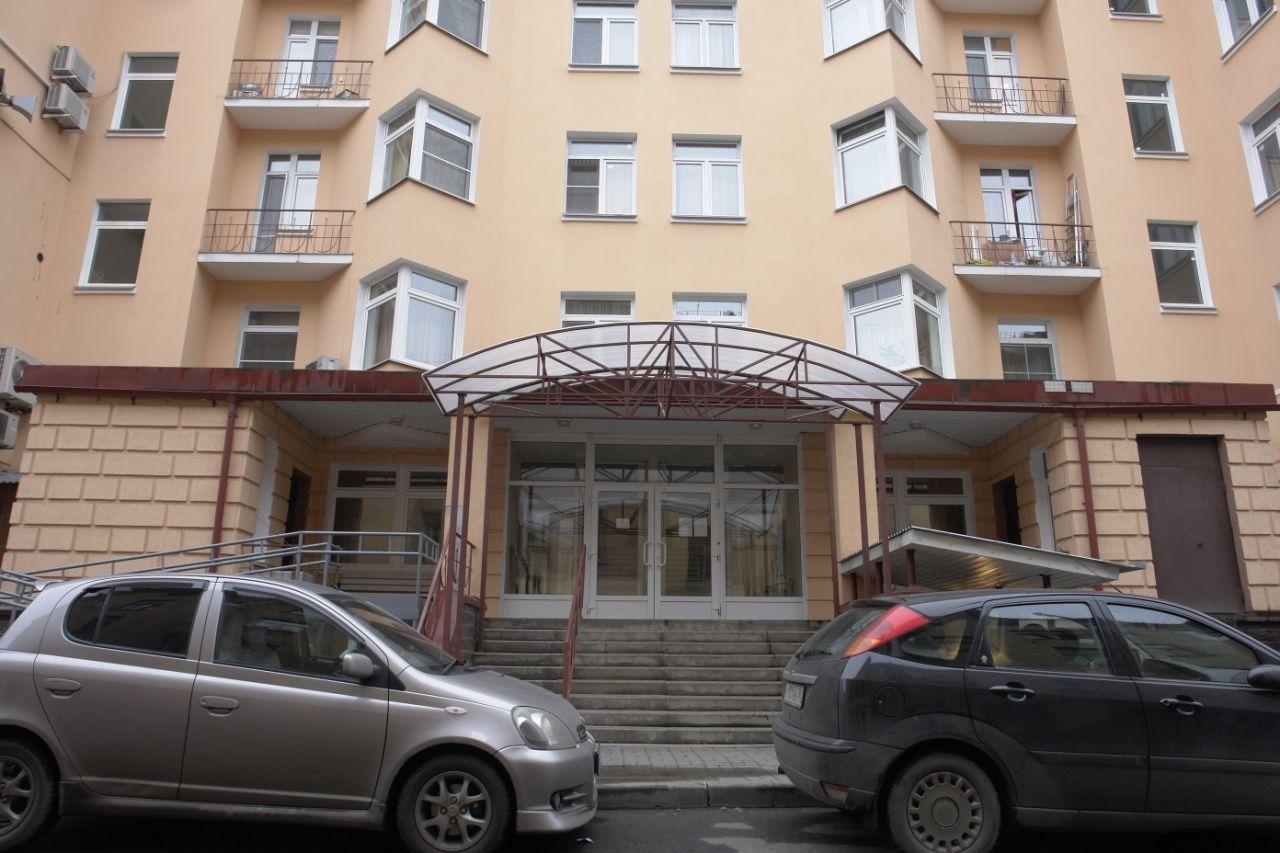 Продажа элитных квартир Санкт-Петербурга.  Парадный вход