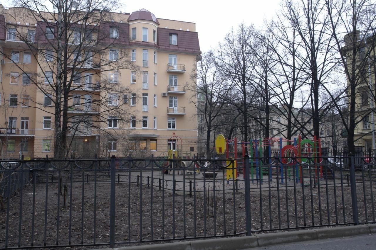 Продажа элитных квартир Санкт-Петербурга.  Сквер