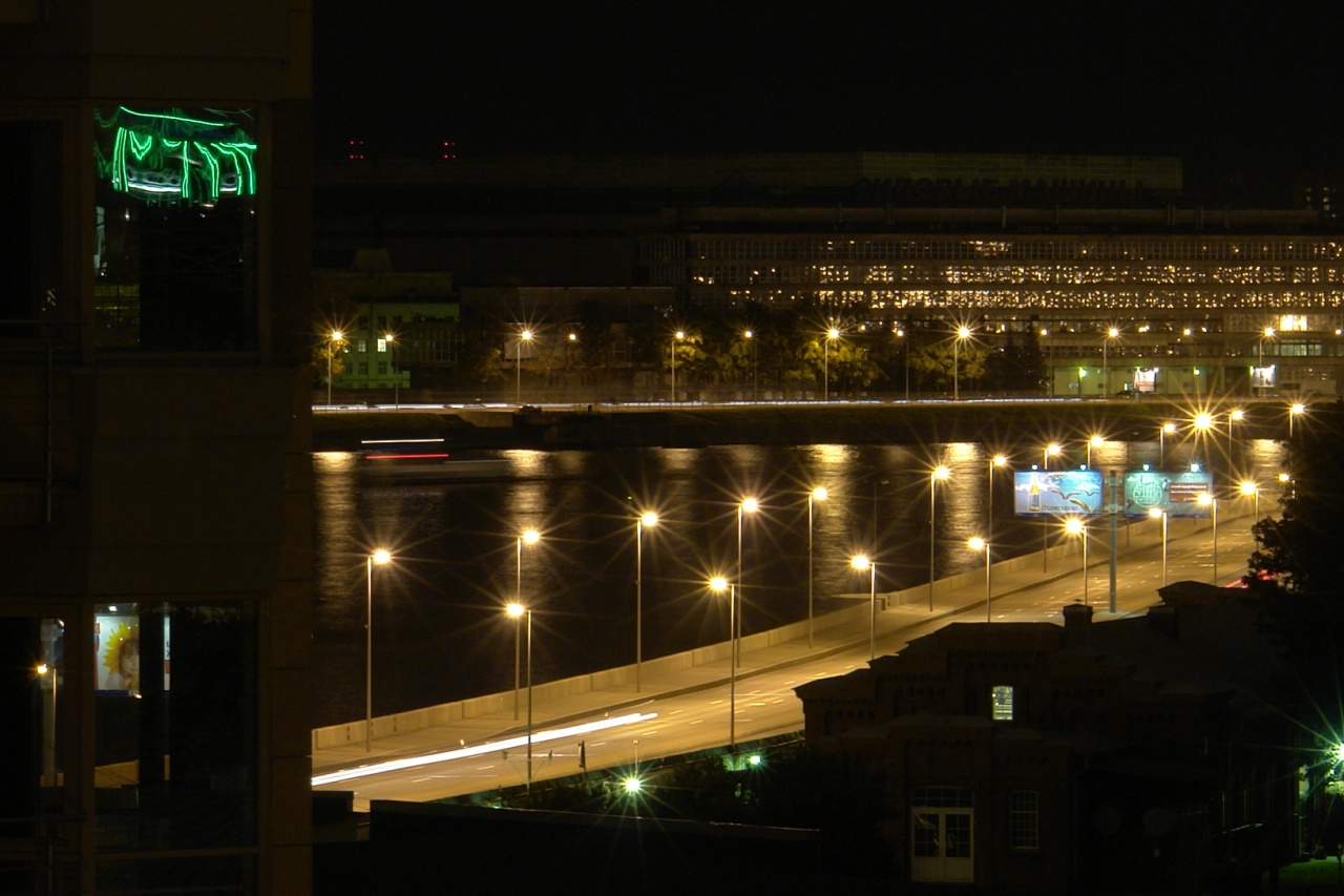 Продажа элитных квартир Санкт-Петербурга.  Набережная ночью. Из окон не видна
