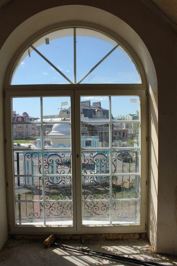 Продажа элитных квартир Санкт-Петербурга.    Окна с французскими балконами