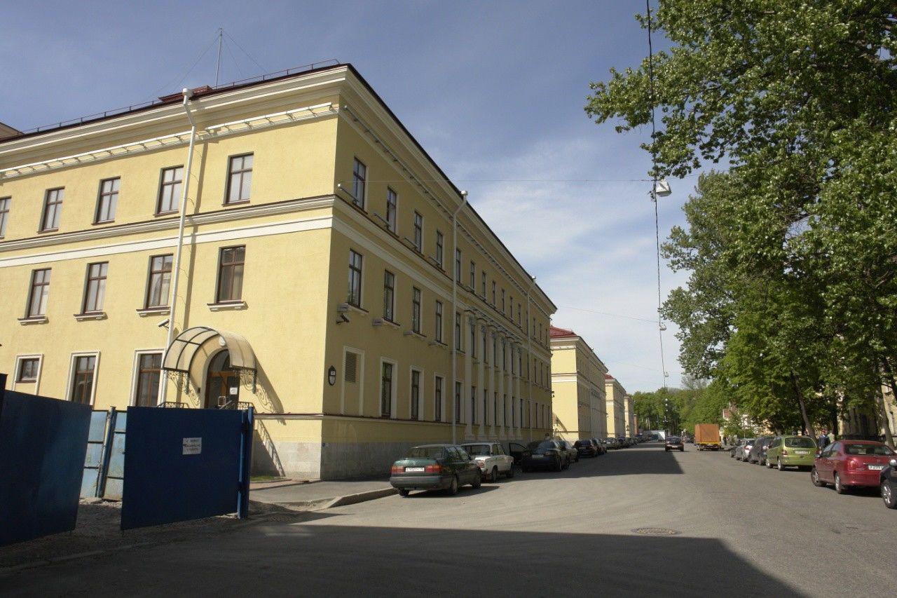 Продажа элитных квартир Санкт-Петербурга.    Вид на особняк