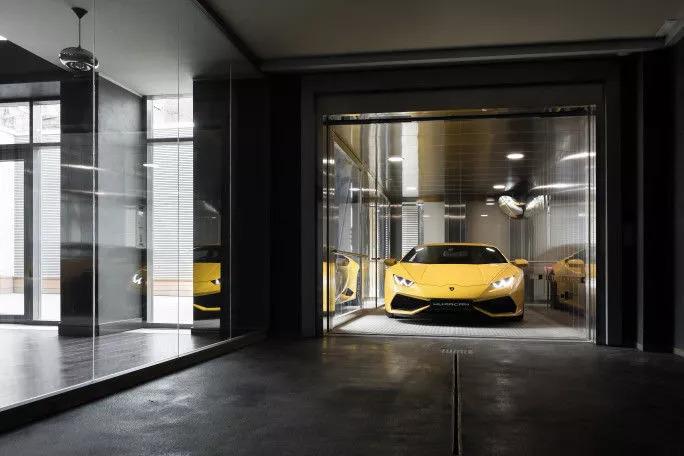 Автомобильный лифт прямо в квартире