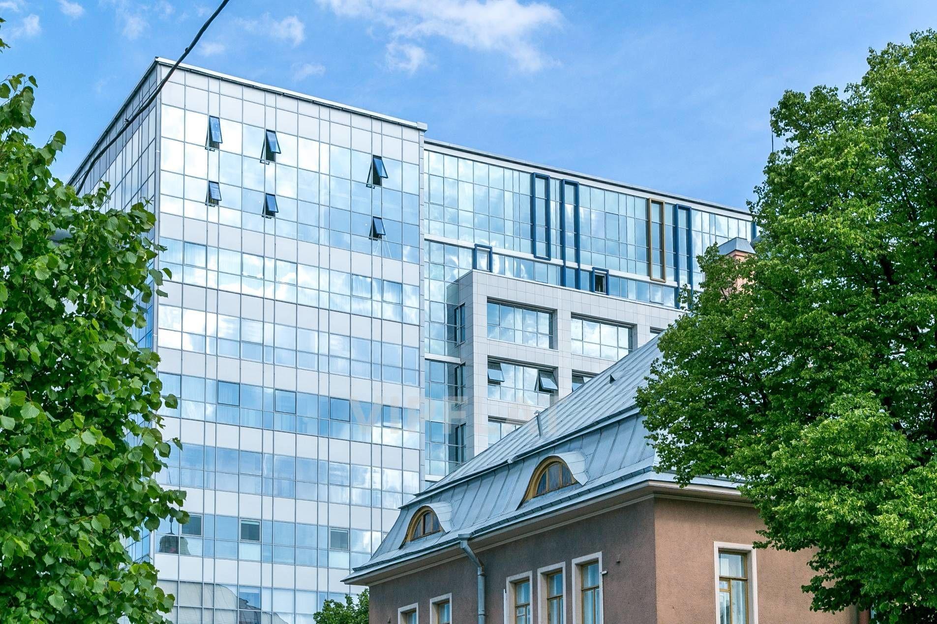 Продажа элитных квартир Санкт-Петербурга. Грота ул., 1-3 Небо отражается в стеклянных фасадах