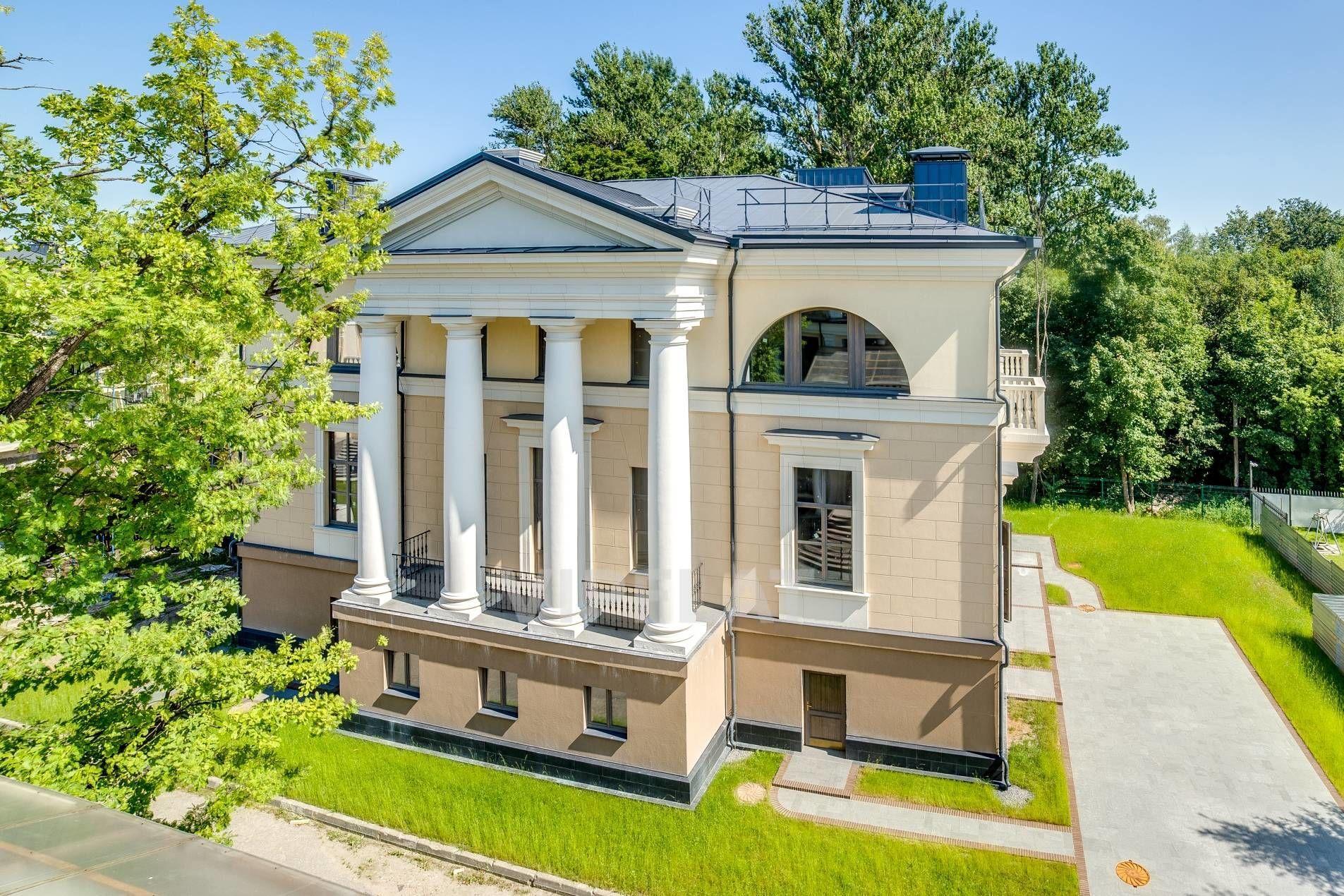 Продажа элитных квартир Санкт-Петербурга. Крестовки реки наб., 3 Торжественный фасад