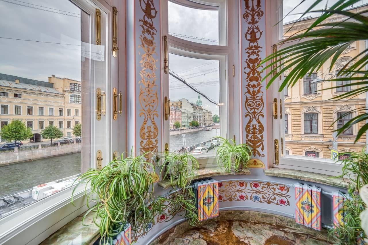 Продажа элитных квартир Санкт-Петербурга.  Мойки наб., 64  Эркер с видом на Мойку