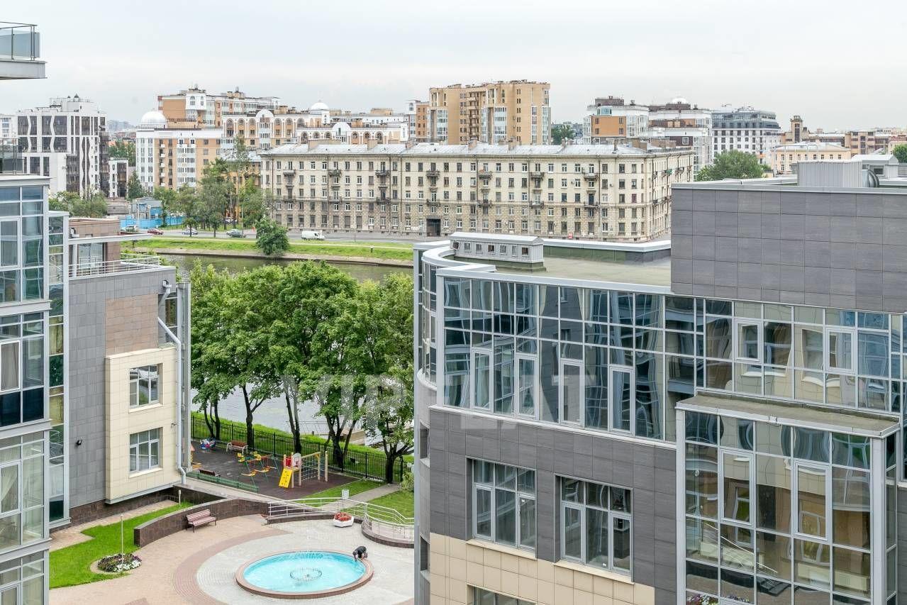 Продажа элитных квартир Санкт-Петербурга. Вязовая ул., 10 Через кроны деревьев видна вода