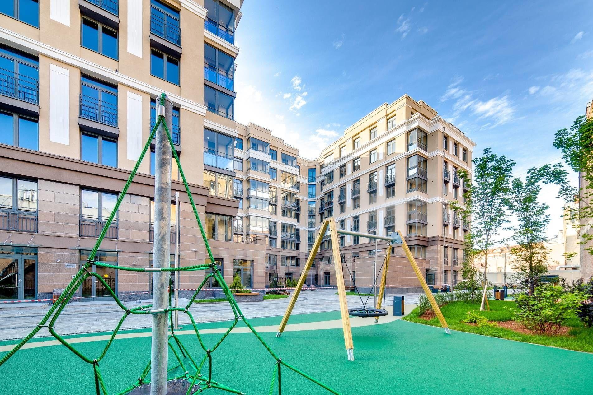 Продажа элитных квартир Санкт-Петербурга. Полтавская ул., 7 Детская площадка на территории дома