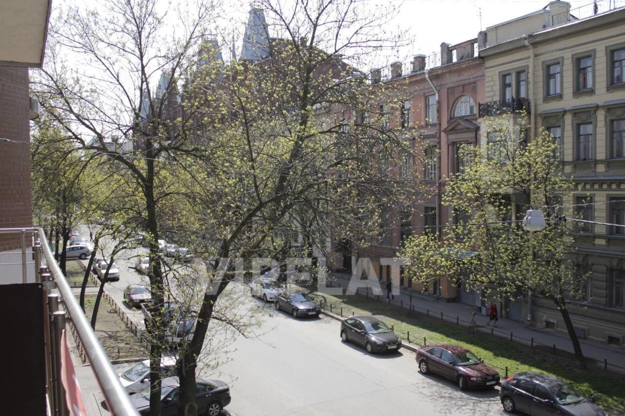 Продажа элитных квартир Санкт-Петербурга. 4-я линия В.О., 41 Вид на 4 линию с балкона