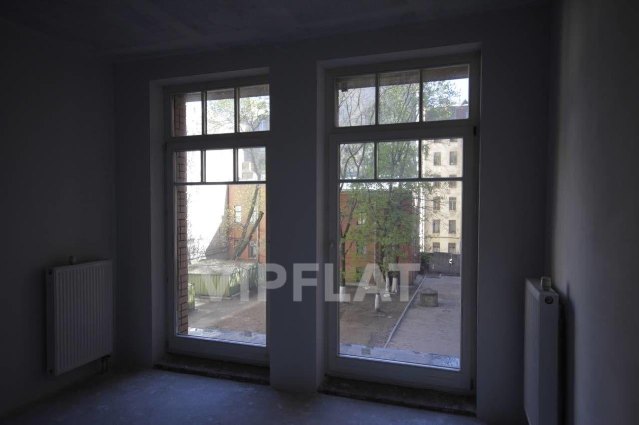 Продажа элитных квартир Санкт-Петербурга.  4-я линия В.О., 41  Вид во двор