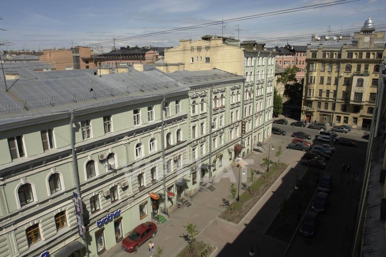 Продажа элитных квартир Санкт-Петербурга. Невский проспект 152 Вид из окон на пешеходную улицу