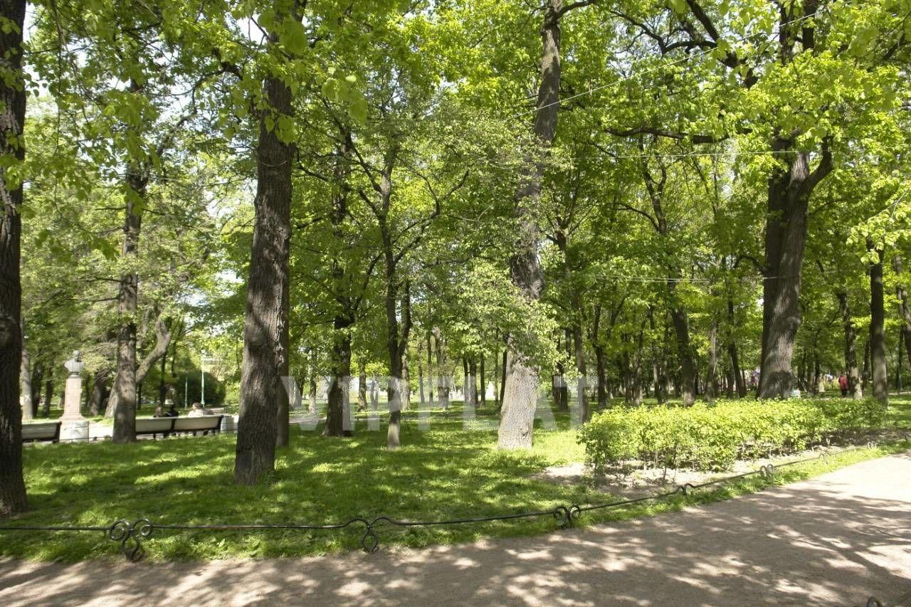 Продажа элитных квартир Санкт-Петербурга. Парадная 1 к. 3 Рядом Таврический сад