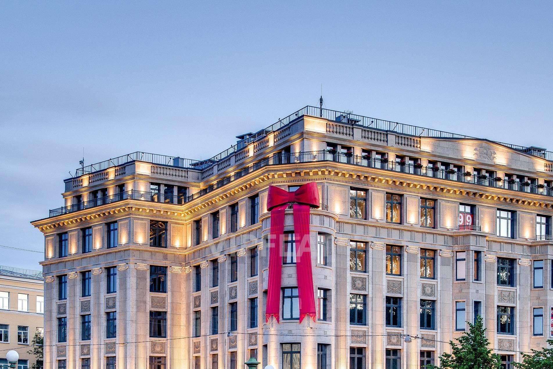 Продажа элитных квартир Санкт-Петербурга. Мойки реки наб., 102 Вечерняя подсветка фасада