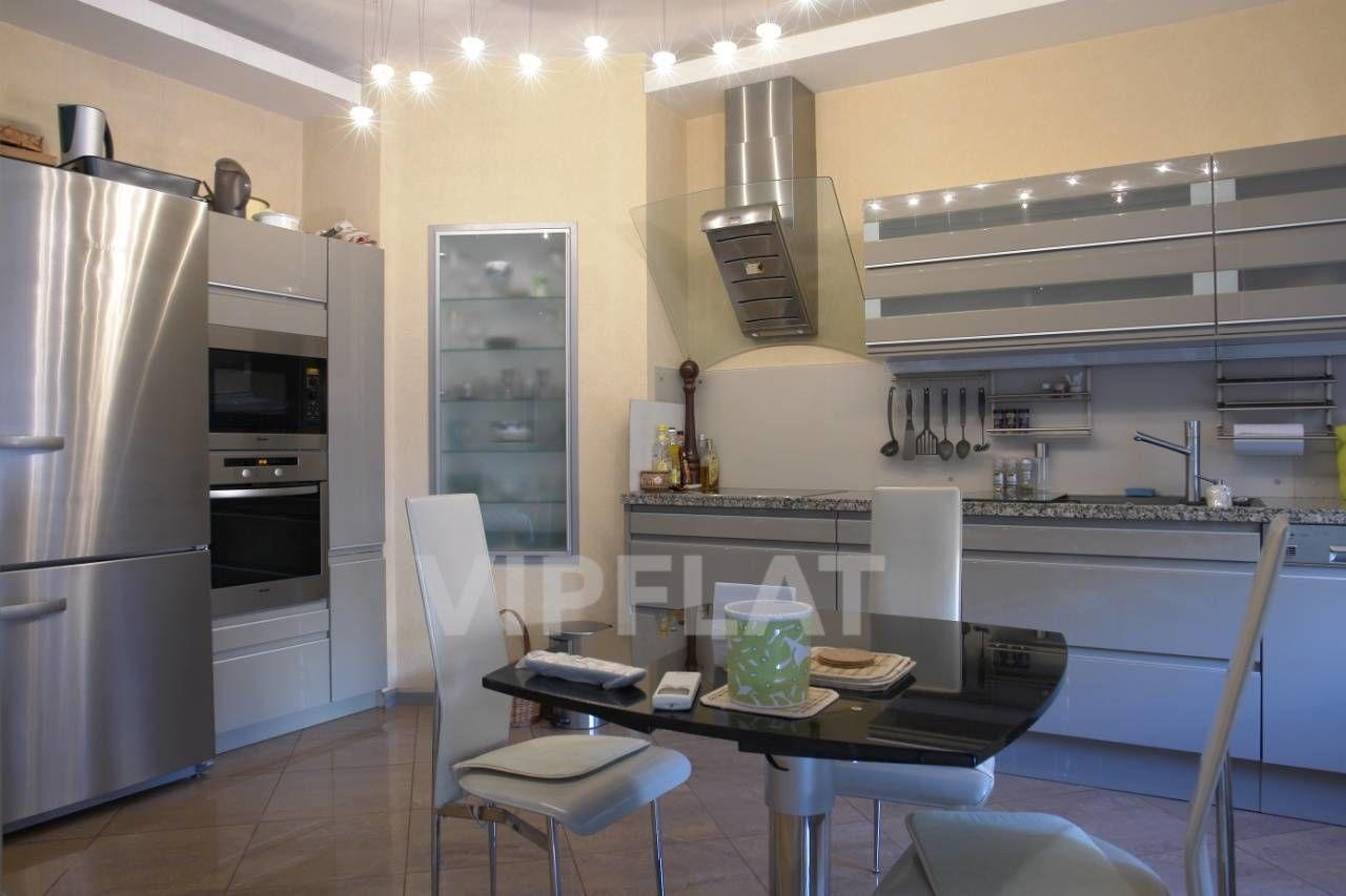 Продажа элитных квартир Санкт-Петербурга. Конная ул. 14 Встроенная кухня