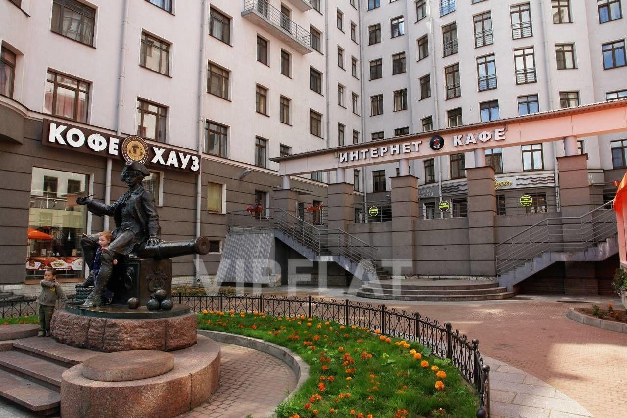 Продажа элитных квартир Санкт-Петербурга. 7 линия, 34 Благоустроенная территория комплекса