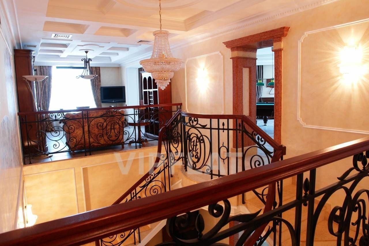 Продажа элитных квартир Санкт-Петербурга. 7 линия, 34 Лестница
