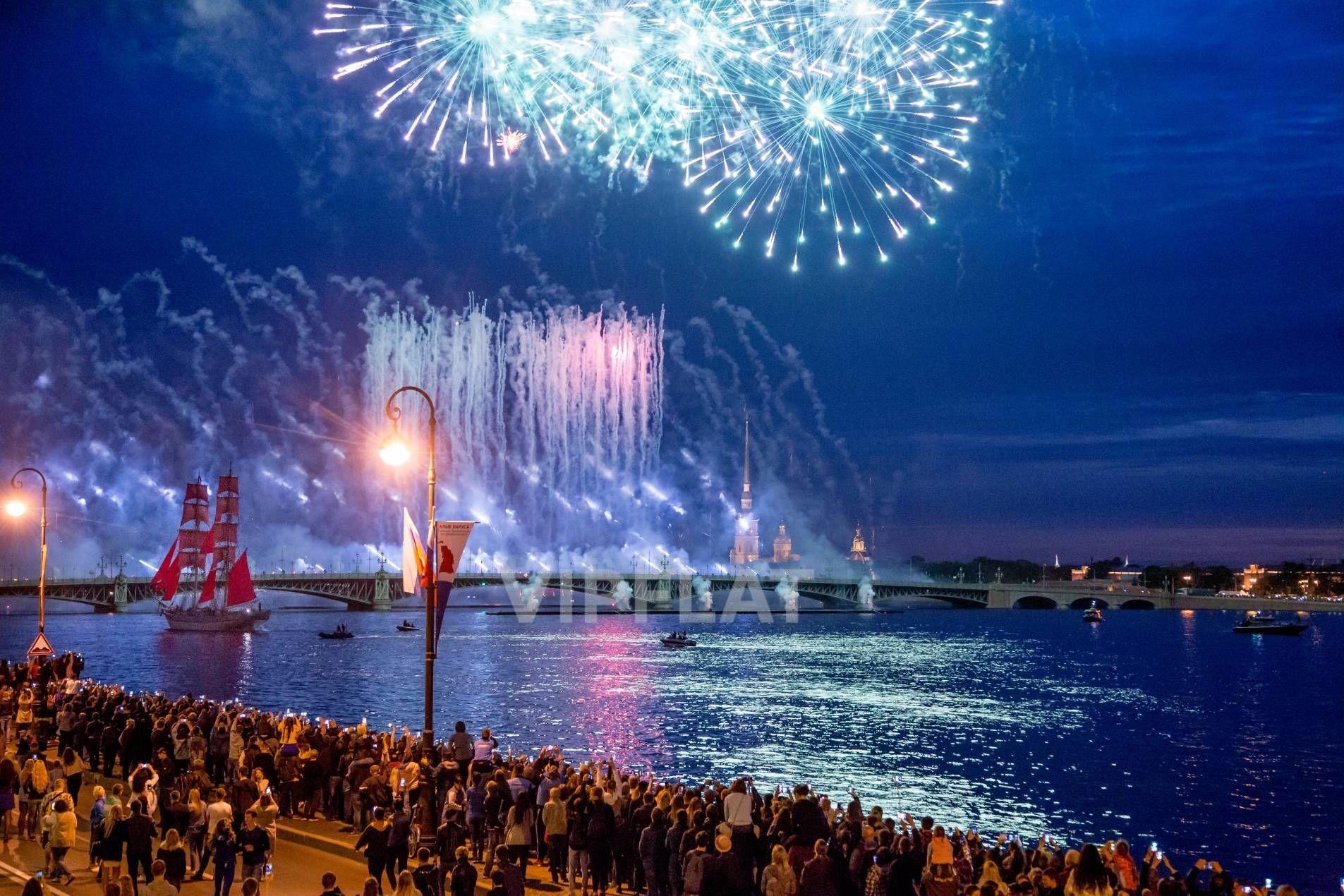 Продажа элитных квартир Санкт-Петербурга. Кутузова наб., 24 С балкона открывается вид на праздничный салют