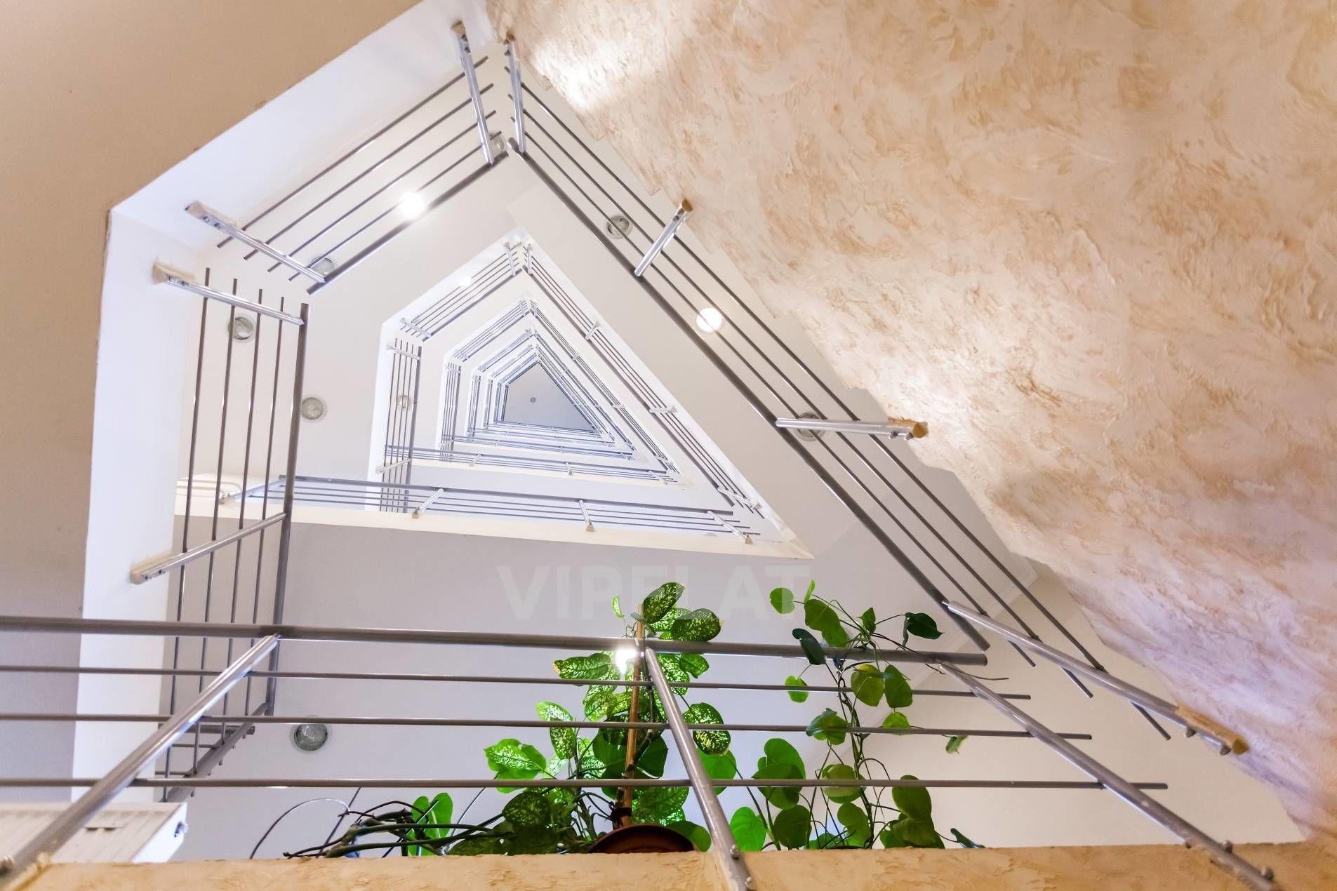 Продажа элитных квартир Санкт-Петербурга. Вязовая ул., 10 Стильная парадная