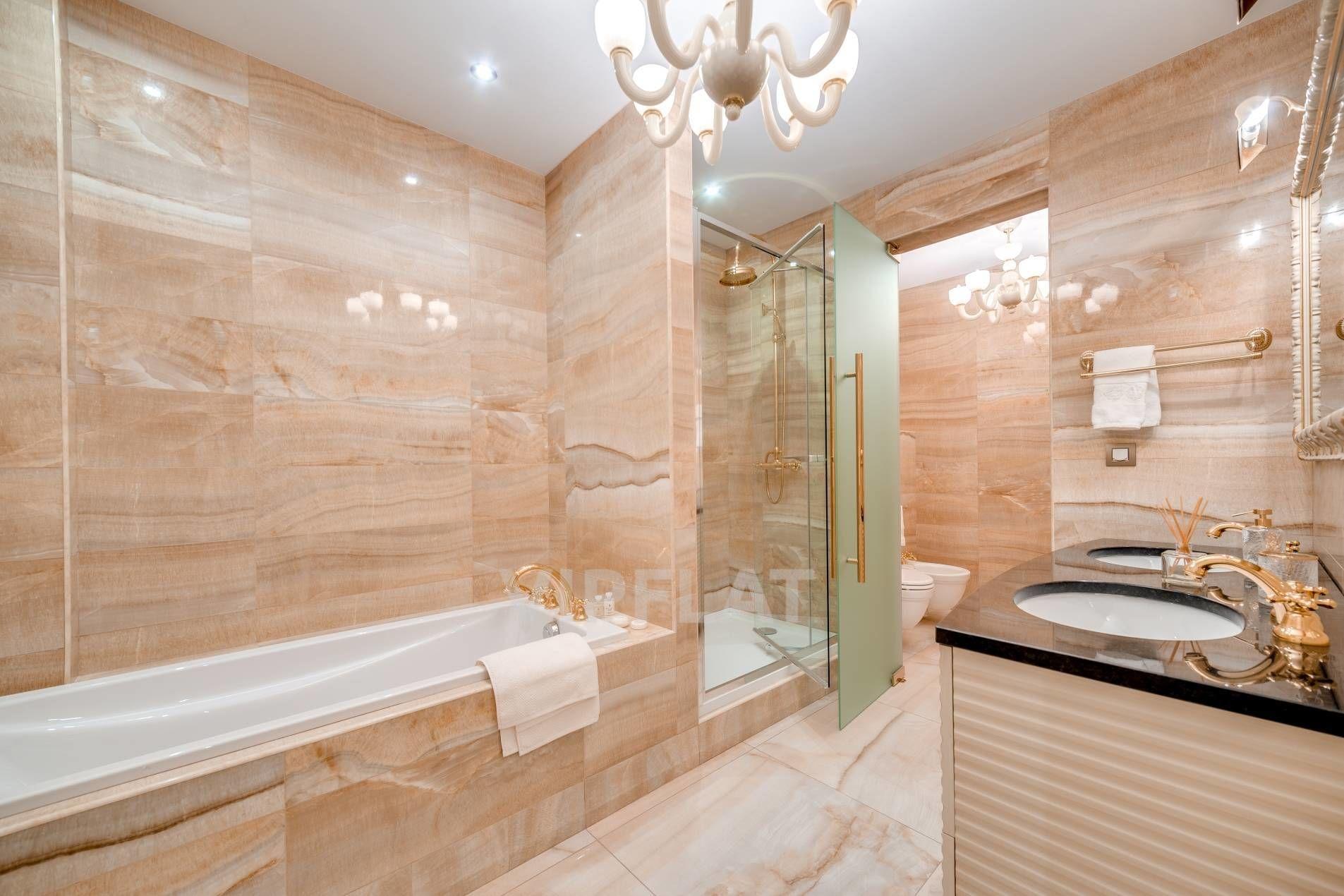 Продажа элитных квартир Санкт-Петербурга. Фонтанки наб., 76, лит. А Натуральный камень в отделке ванной комнаты