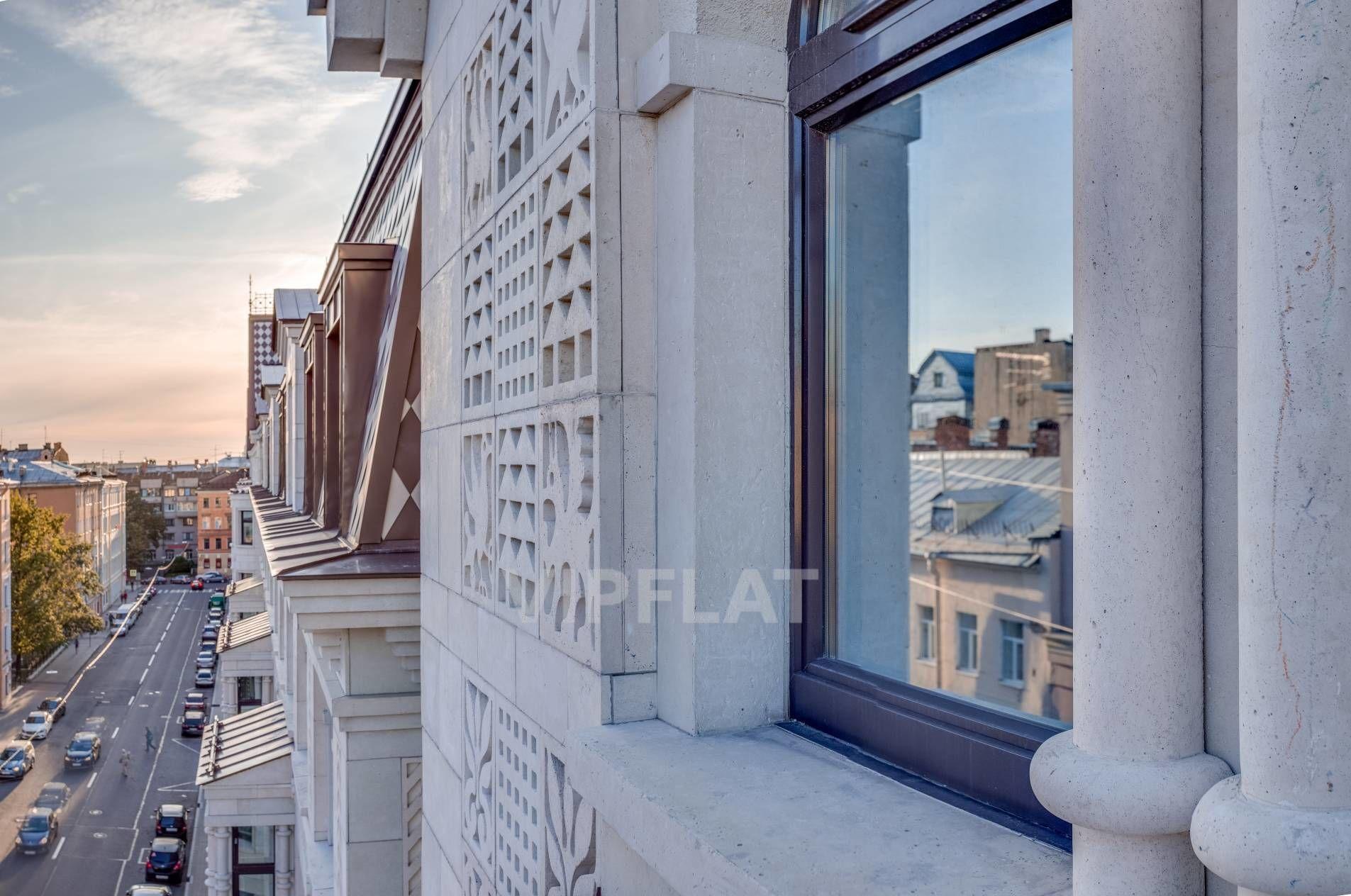 Продажа элитных квартир Санкт-Петербурга. Басков пер., 2 В отражении окон
