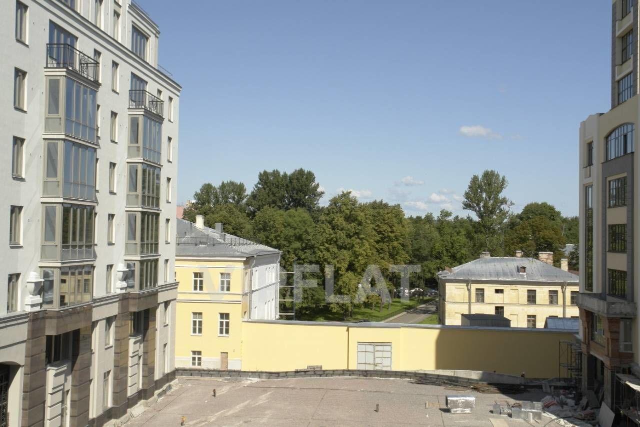 Продажа элитных квартир Санкт-Петербурга. Парадная  1 к. 2 Вид из окон в сторону Таврического сада