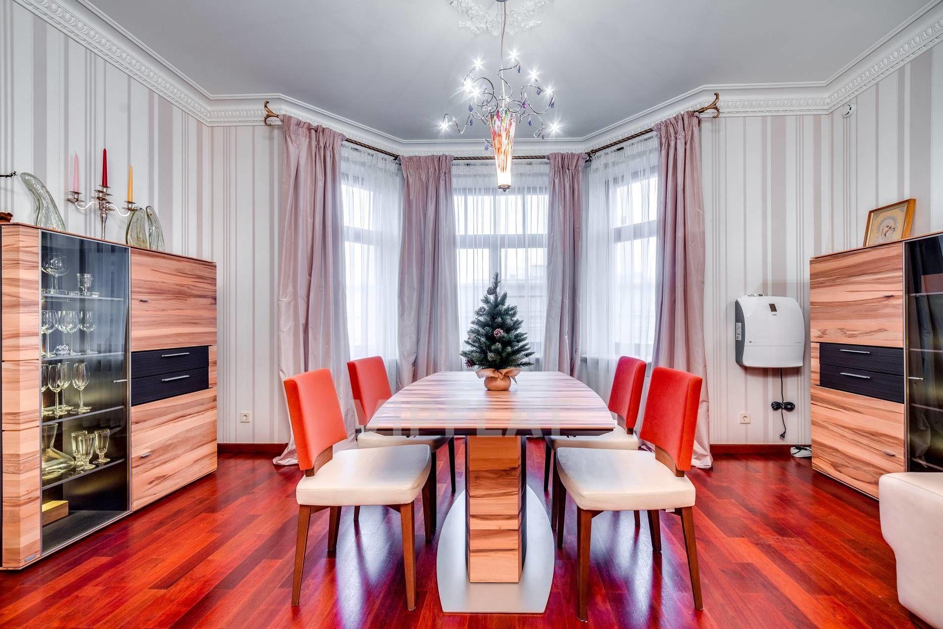Продажа элитных квартир Санкт-Петербурга. 9-я Советская ул., 5 Эркер в гостиной