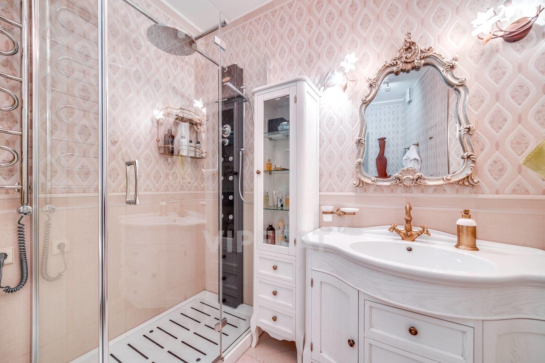 Продажа элитных квартир Санкт-Петербурга. 9-я Советская ул., 5 Светлая ванная комната