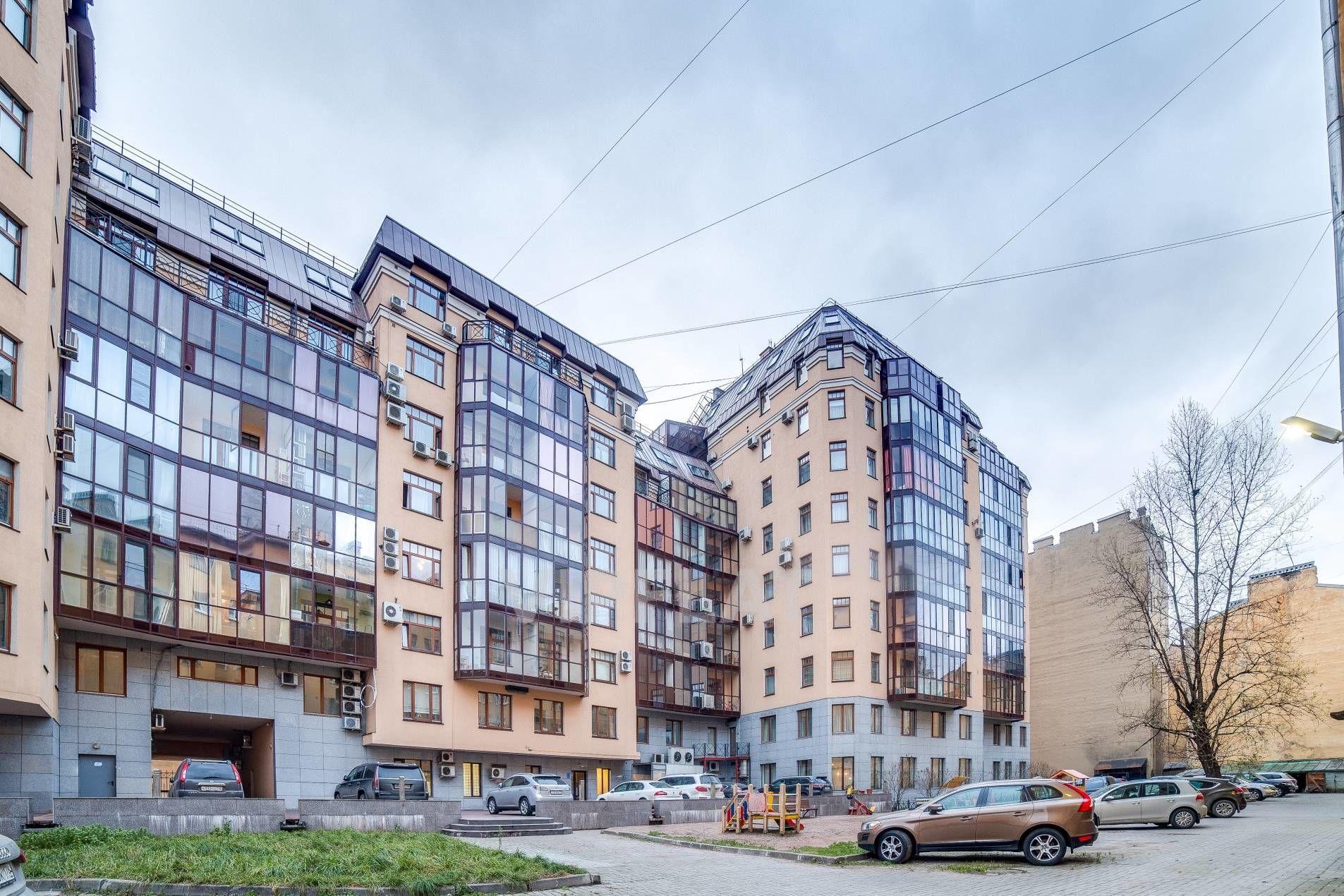 Продажа элитных квартир Санкт-Петербурга. 9-я Советская ул., 5 Вид на дом со стороны двора