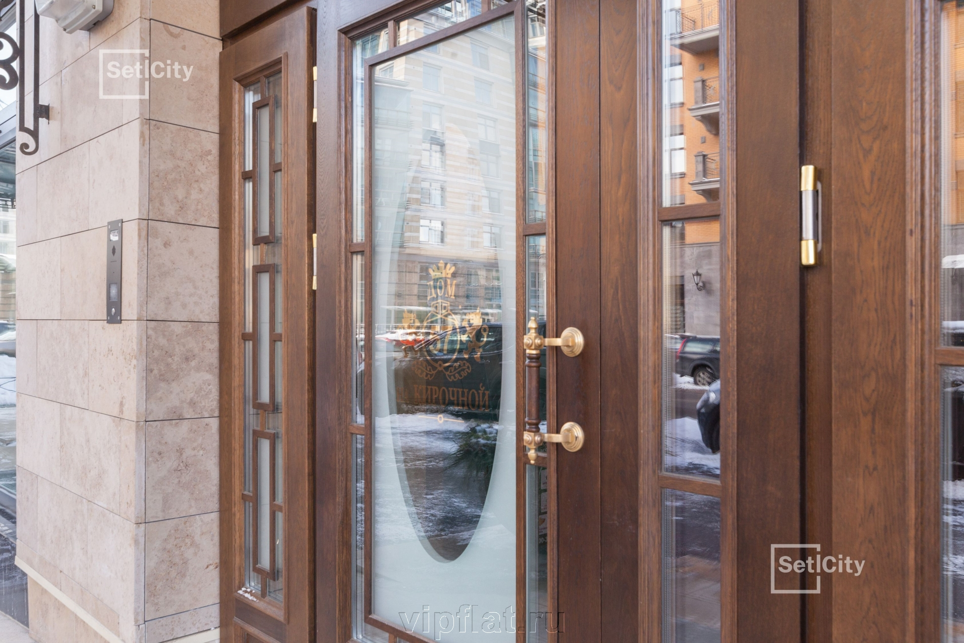 Продажа элитных квартир Санкт-Петербурга. Кирочная улица, 57 Дубовые двери