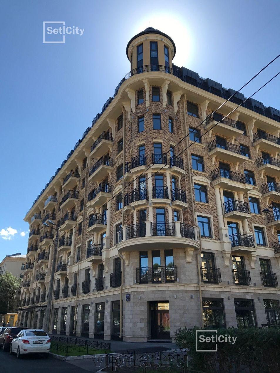 Продажа элитных квартир Санкт-Петербурга. Кирочная улица, 57 Изящные балконы и карнизы украшают фасад