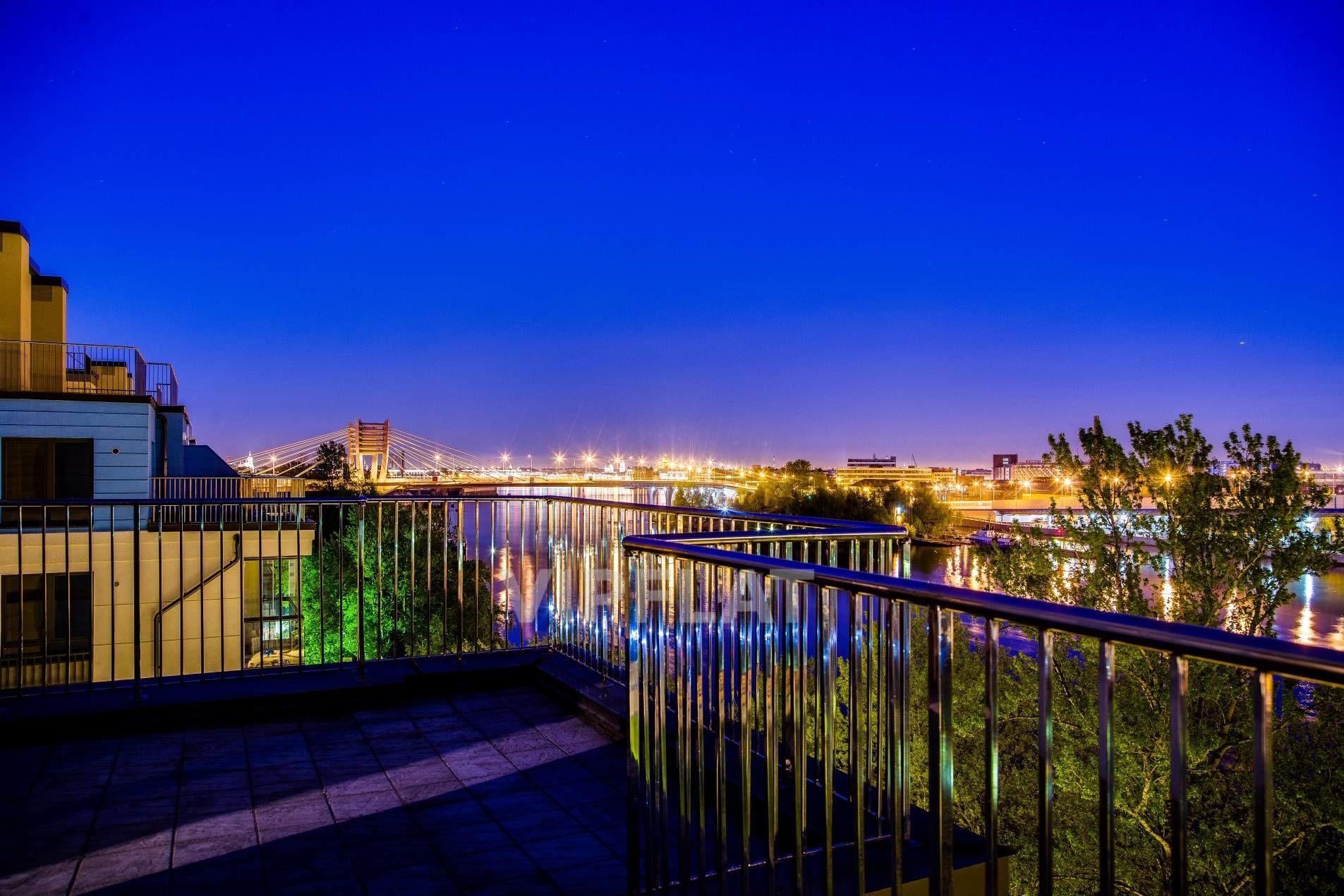 Продажа элитных квартир Санкт-Петербурга. Петровский пр., 24 к. 3 Шикарная терраса с видом на ночной город