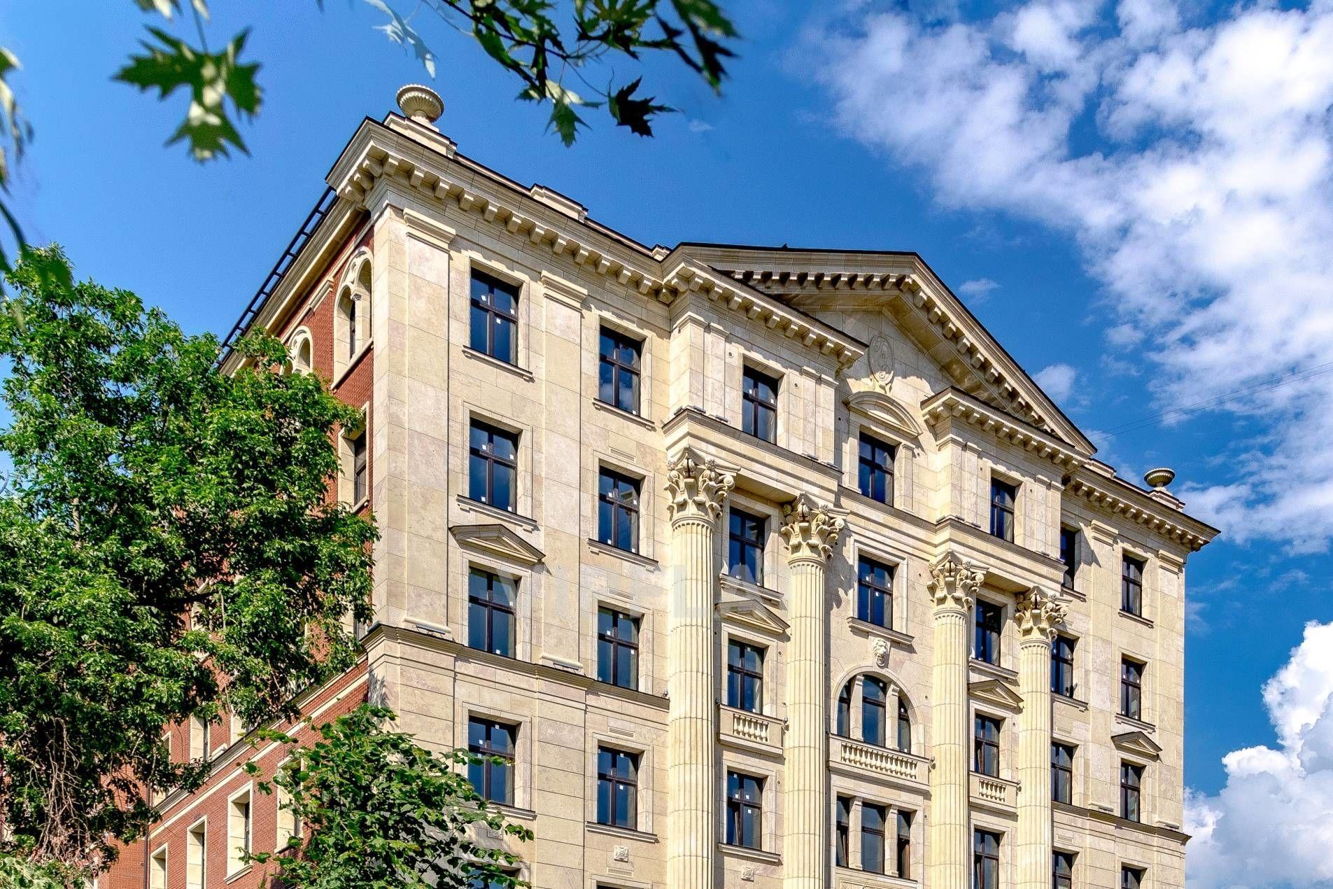 Продажа элитных квартир Санкт-Петербурга. Морской пр., 29 Величественные колонны украшают фасад
