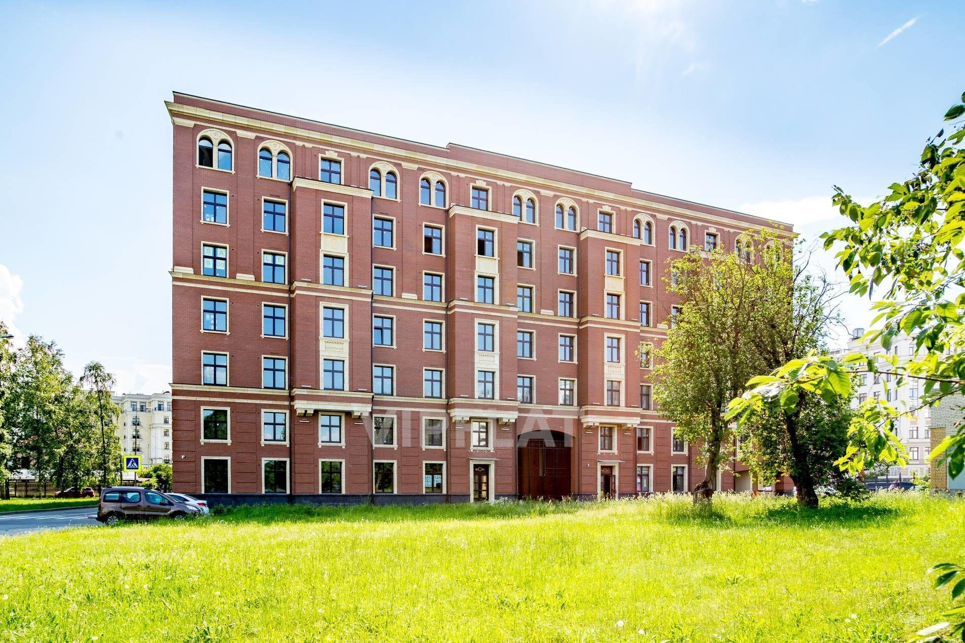 Продажа элитных квартир Санкт-Петербурга. Морской пр., 29 Эркеры и арочные окна украшают фасад