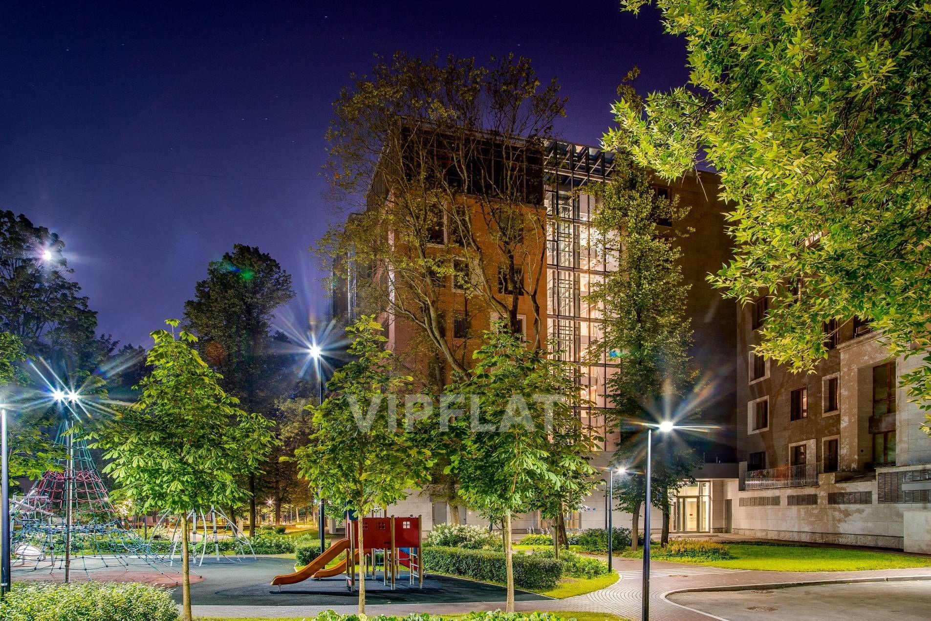 Продажа элитных квартир Санкт-Петербурга. Смольного ул. 2, к. 3 В окружении зелени