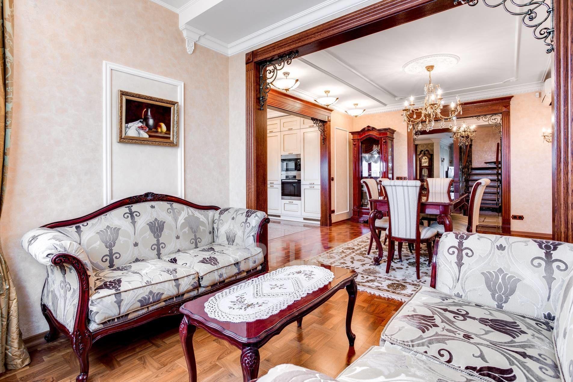 Продажа элитных квартир Санкт-Петербурга. Ветеранов пр., 75 к. 1 Уютный эркер в столовой