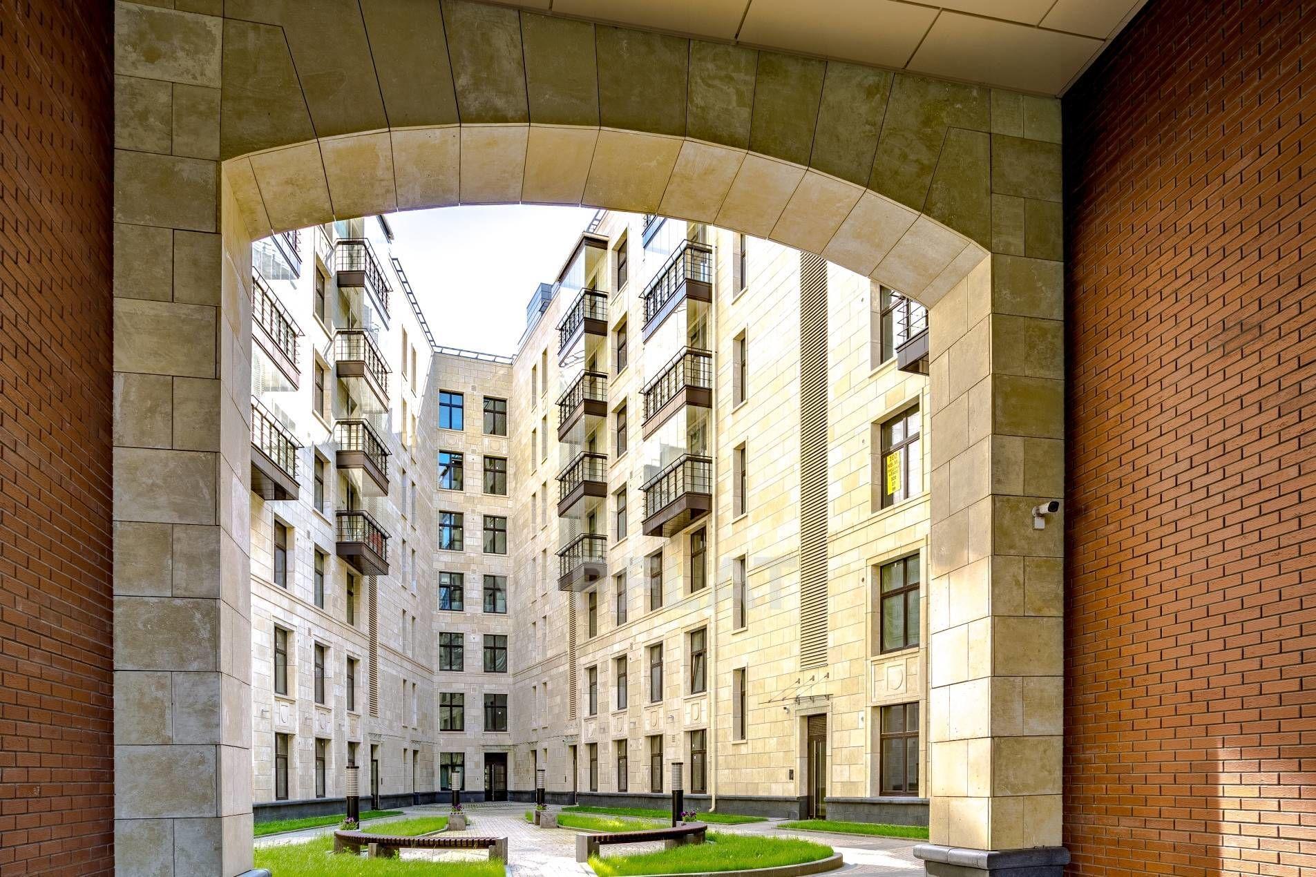 Продажа элитных квартир Санкт-Петербурга. Морской пр., 29 Закрытый двор-патио