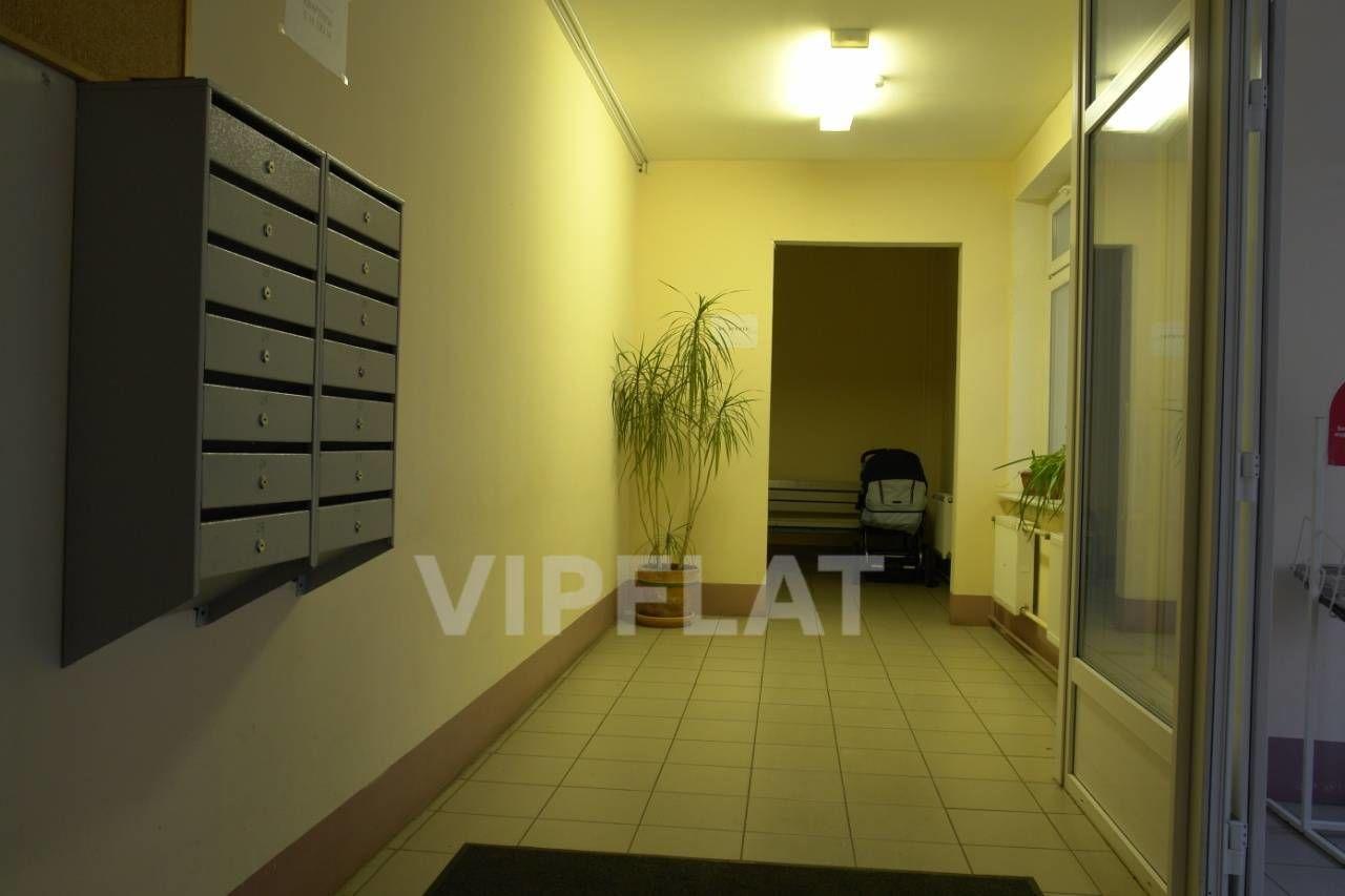 Продажа элитных квартир Санкт-Петербурга.  Маркина, 16  Парадная