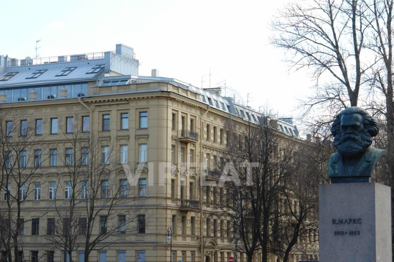 Продажа элитных квартир Санкт-Петербурга. Смольный пр., 6 Вид на дом с аллеи Смольного
