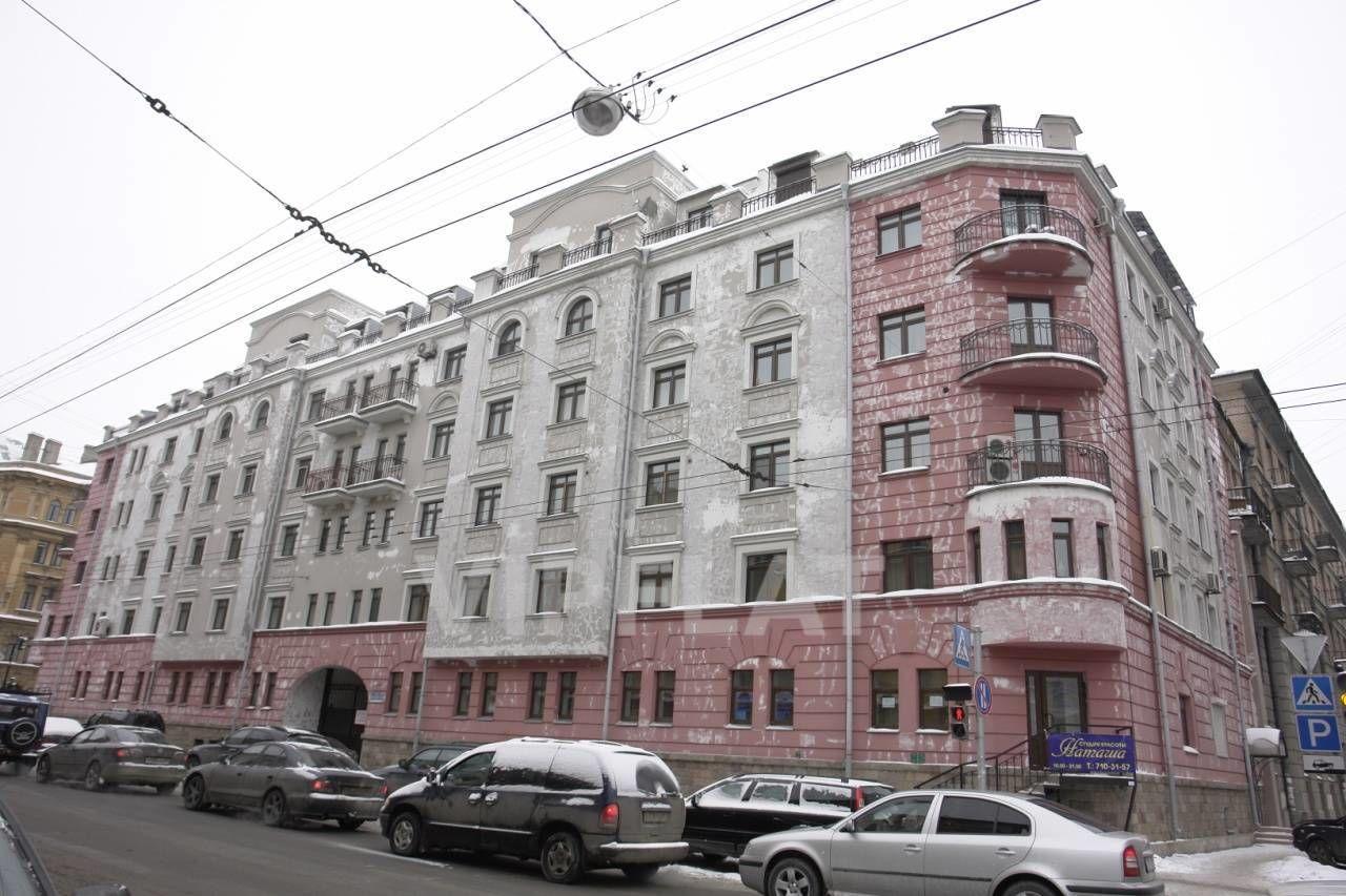 Продажа элитных квартир Санкт-Петербурга. Мытнинская улица, 2 Фасад дома в процессе реставрации