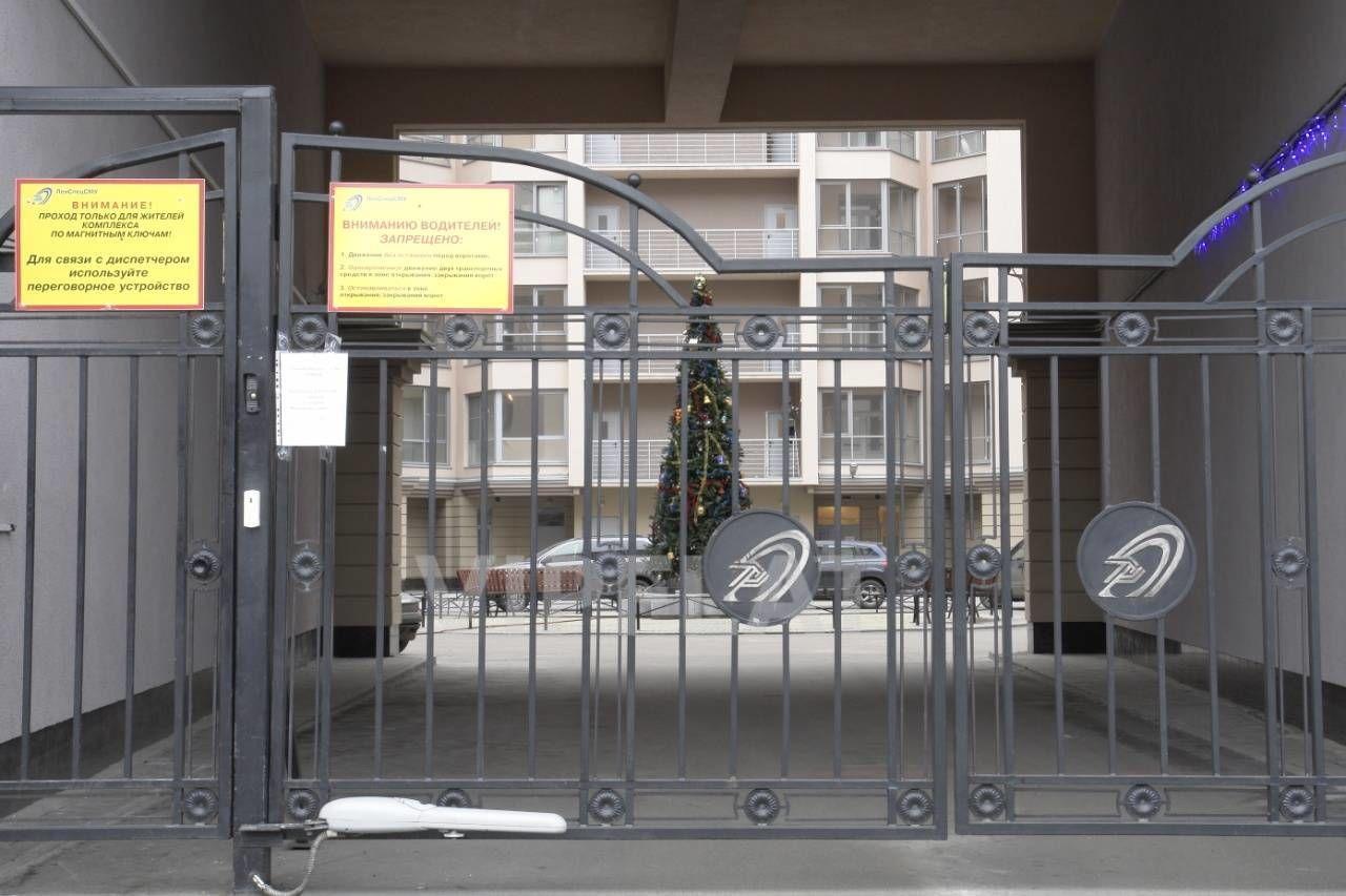 Продажа элитных квартир Санкт-Петербурга. Петрозаводская, 13 Огороженная придомовая территория