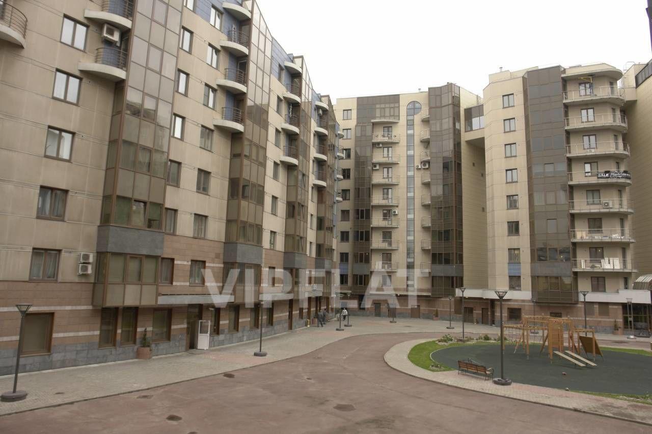 Продажа элитных квартир Санкт-Петербурга. Воскресенская  наб., 4 Вид из окна на детскую площадку