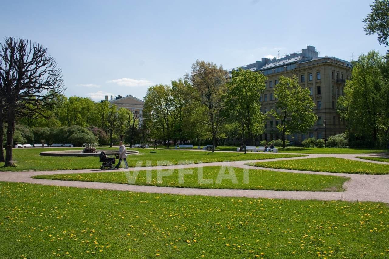 Продажа элитных квартир Санкт-Петербурга. Смольный пр., 6 Дом находится прямо в парке Смольного