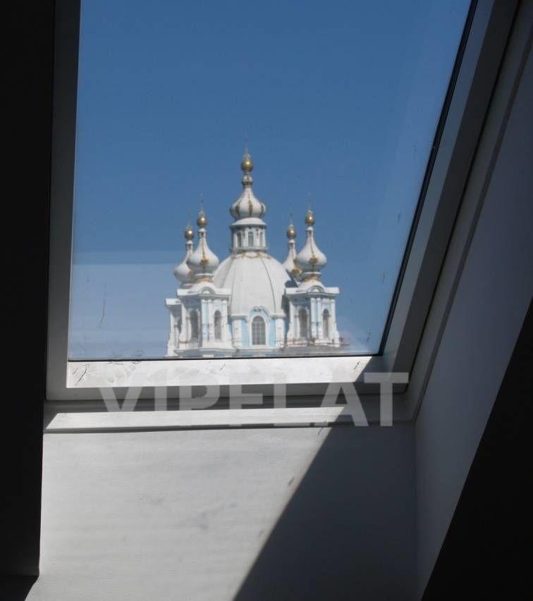 Продажа элитных квартир Санкт-Петербурга. Смольный пр., 6 Вид через мансардное окно
