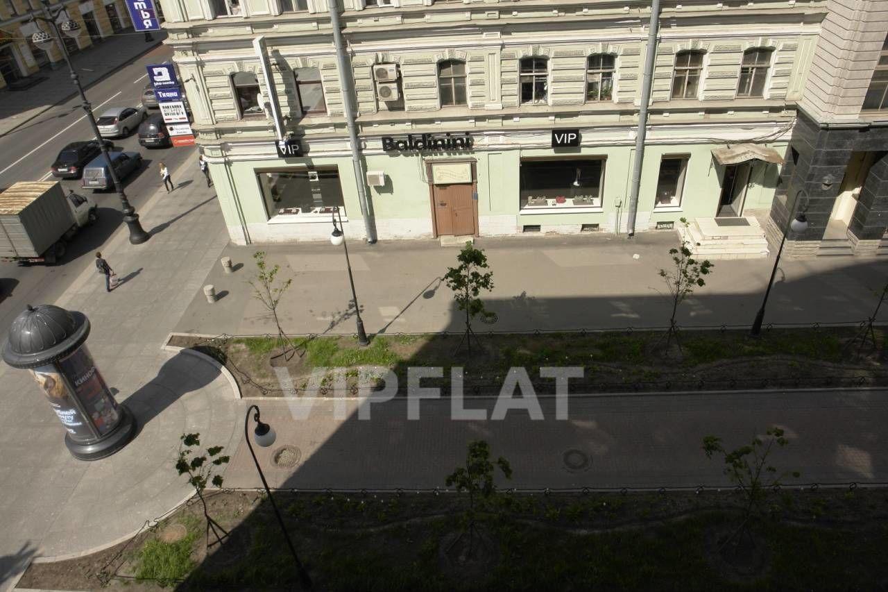 Продажа элитных квартир Санкт-Петербурга. Невский проспект, 152 Вид из окон на пешеходную улицу