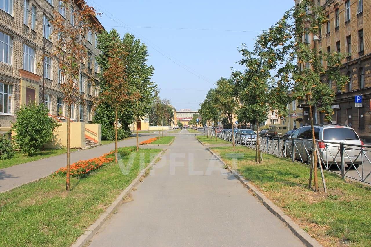 Продажа элитных квартир Санкт-Петербурга.  5-я Красноармейская ул., 32  Аллея рядом с домом