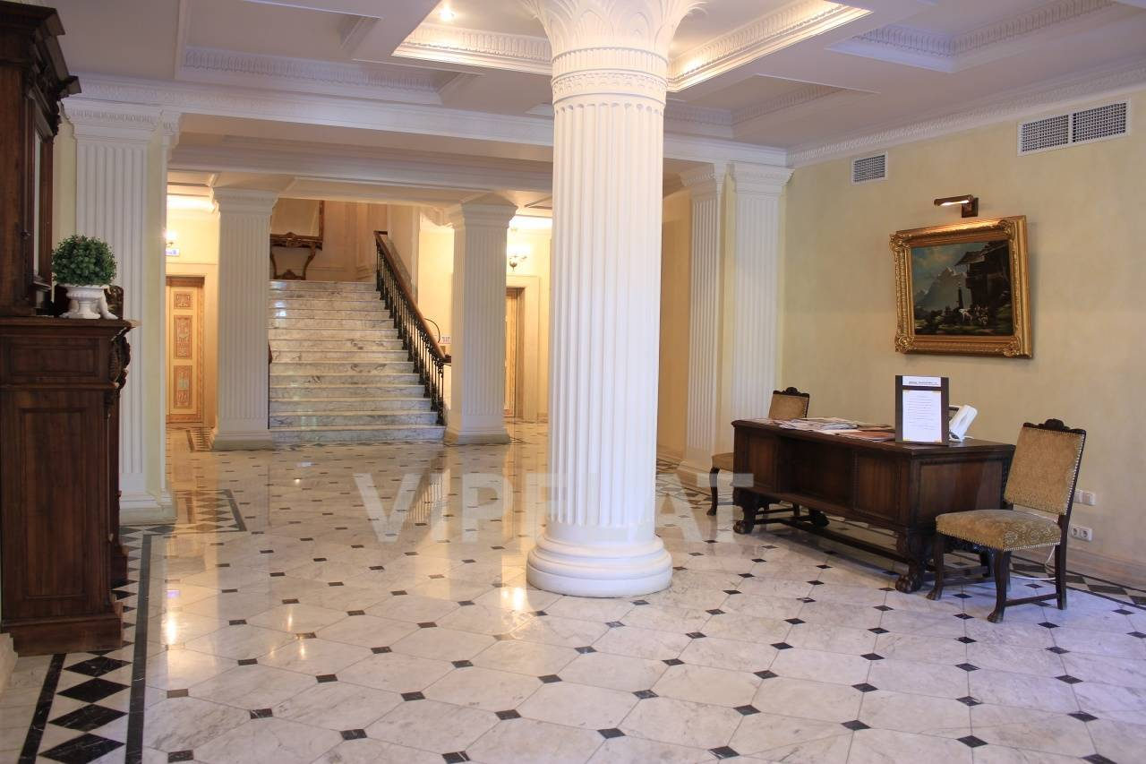 Продажа элитных квартир Санкт-Петербурга. Динамо пр., 12 Холлы в классическом стиле