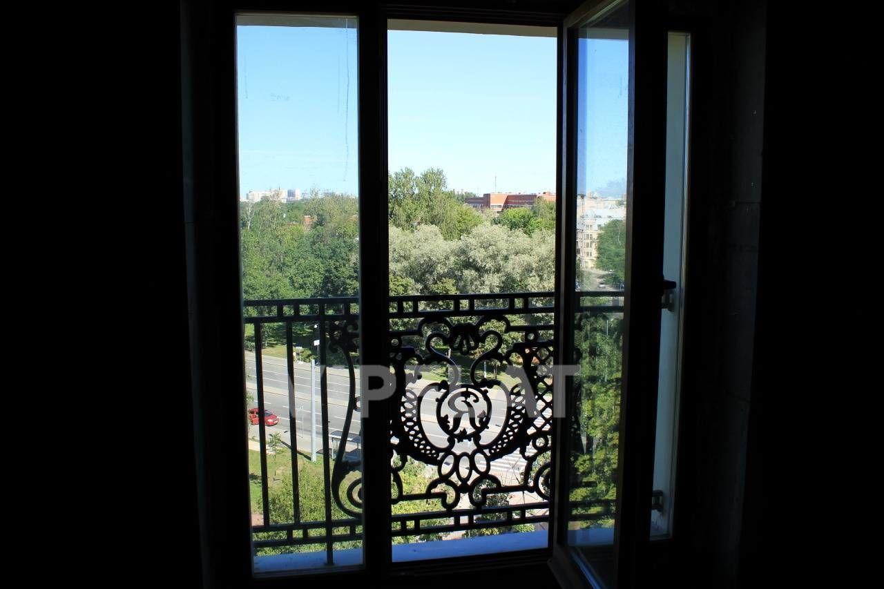 Продажа элитных квартир Санкт-Петербурга. Динамо пр., 12 Панорамные окна с французскими балконами