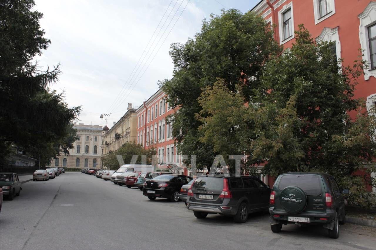 Продажа элитных квартир Санкт-Петербурга. Румянцевская площадь, 2 Фасад дома после реставрации в 2009 г. Видна Академия художеств