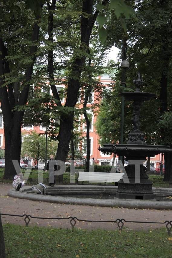 Продажа элитных квартир Санкт-Петербурга. Румянцевская площадь, 2 Вид на дом из Румянцевского сада